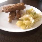 Friptură din coaste de porc cu tăiței cu cartofi